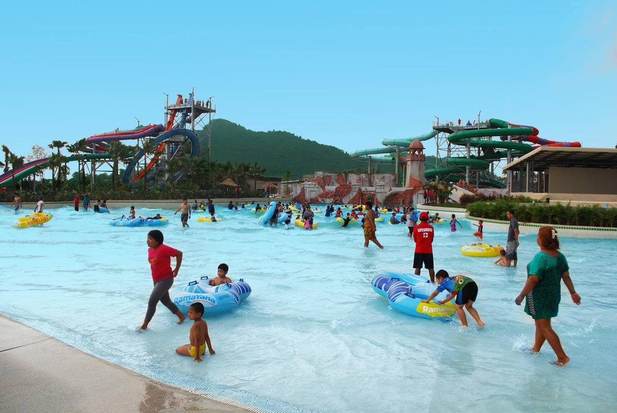 Owned by a group of private investors, the waterpark has received strong endorsement and support from the local Thai authorities