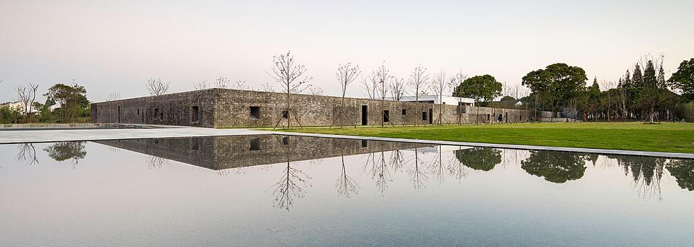 At the Tsingpu Yangzhou Retreat, reclaimed brick walls create multiple courtyard enclosures