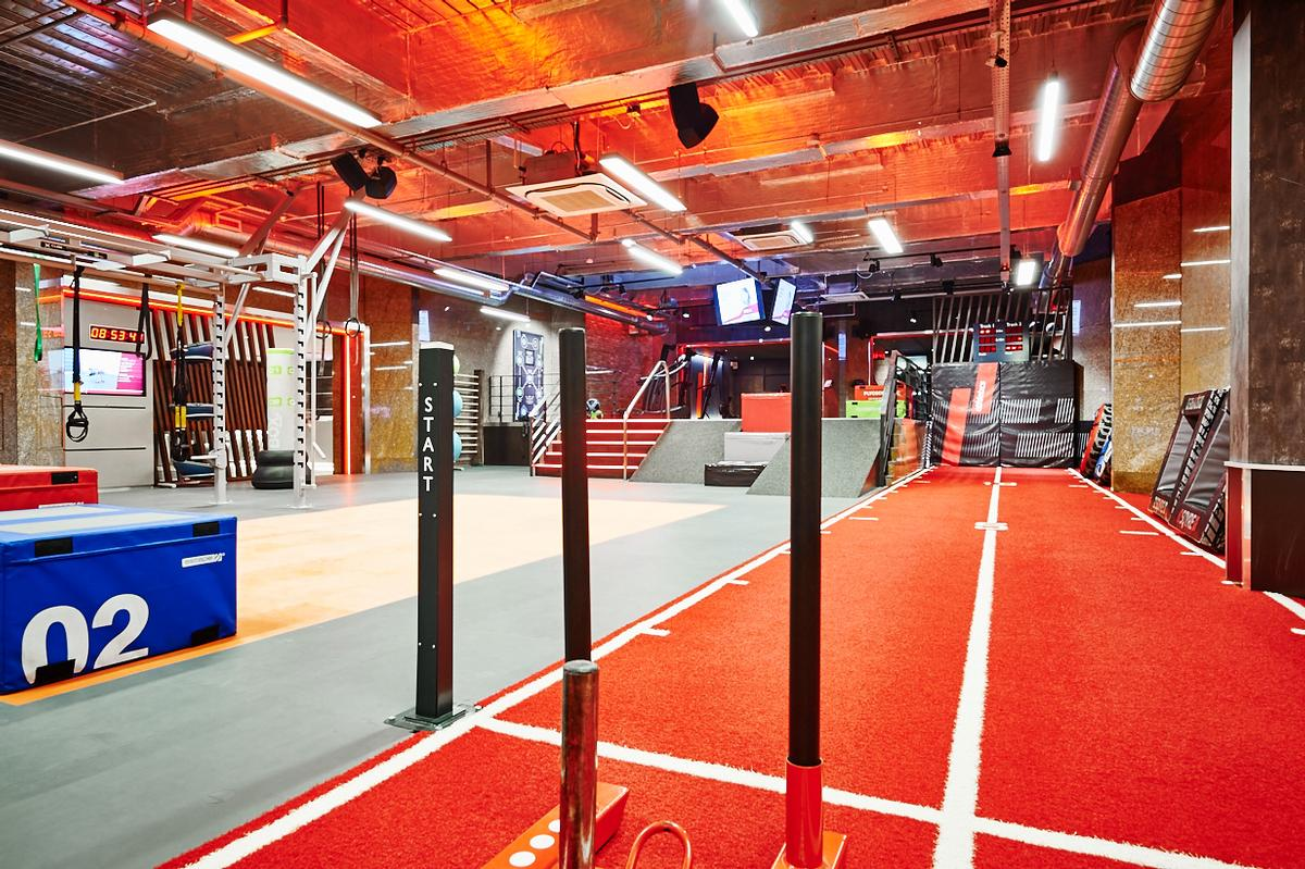 The club boasts an eye catching athletics area with the for Club piscine sport fitness