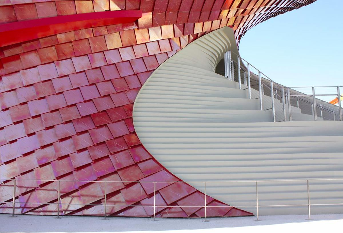 A grand staircase clad in a white mosaic tile guides visitors to the upper levels / Studio Libeskind