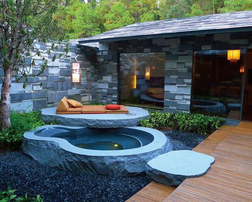 The Yunfeng Spa uses natural stone and greenery to create a tranquil and natural space / Kengo Kuma and Associates