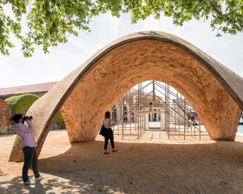 Norman Foster's droneport is now on show in Venice / Foster + Partners