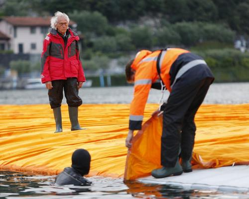 Christo oversaw the installation of the walkways / Wolfgang Volz