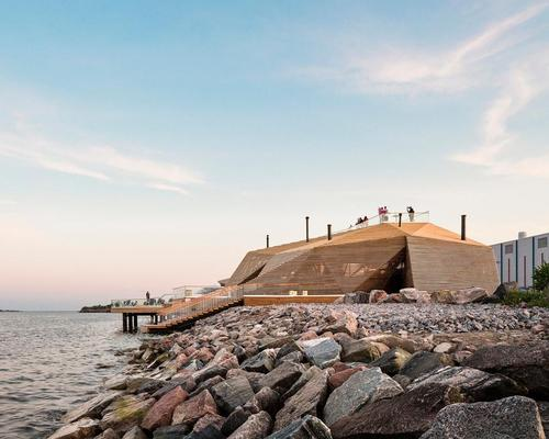 The sauna is a new coastal landmark for Helsinki's industrial port area / kuvio.com