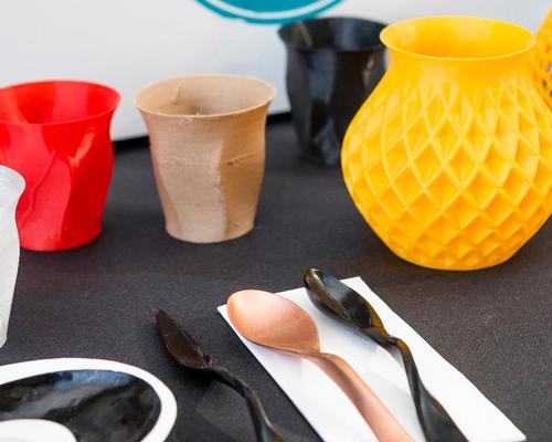 Tables, chairs, lamps, cups and utensils in the restaurant are are all 3D-printed / Food Ink