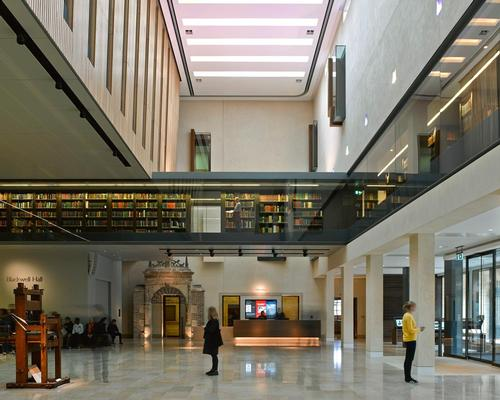 The main lobby of the library has been re-opened to the public with a first floor glazed mezzanine / James Brittain