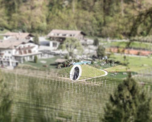 The new facilities are an extension of the Apfelhotel Torgglerhof hotel, which is spread across three farm buildings in the town of Saltaus / NoA*