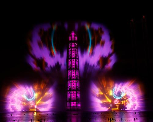Laser beams, videos and light effects create illusions around the tower / Julien Palie