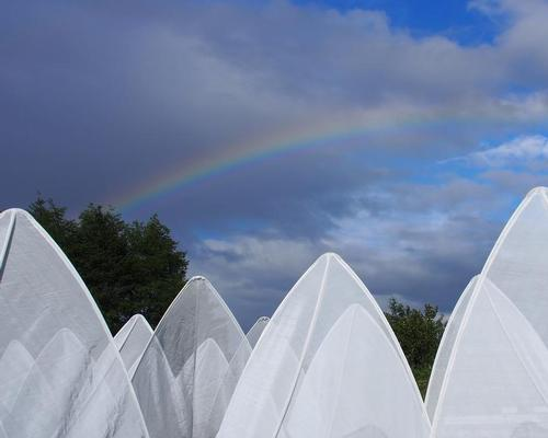 Each tent can be moved in one of two positions / International Garden Festival