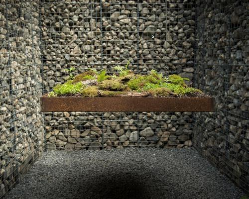 A levitating green platform is suspended in the Le Caveau garden / International Garden Festival