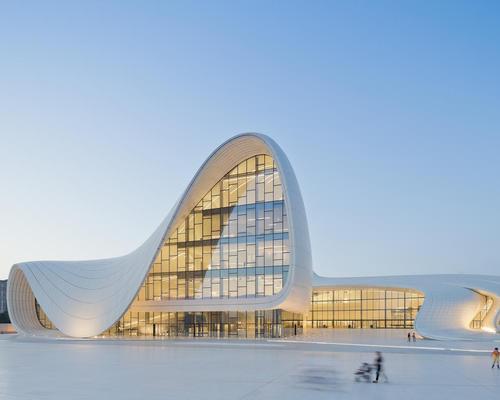 The late Zaha Hadid is shortlisted for the Heydar Aliyev Centre in Baku, Azerbaijan / Iwan Baan