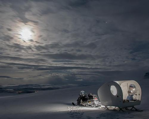 The sled is mounted on the back of a snowmobile and towed deep into the Arctic wilderness, with guests then left to soak up the Arctic night sky in isolation / Kilpissafarit