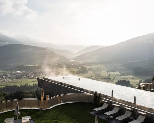 The dramatic pool, situated at an altitude of 1,350m, rests between the old and new wings of the Hotel Hubertus / NOA*