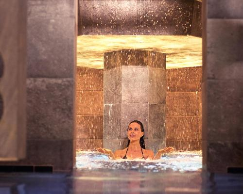 The spa gravitates around a central tower and three-storey cascade fountain, which the thermal water flows from