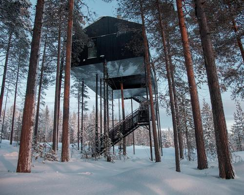 Designed to create a feeling of height and weightlessness, as well as stability, the unusual hotel room is supported by twelve columns / Johan Jansson