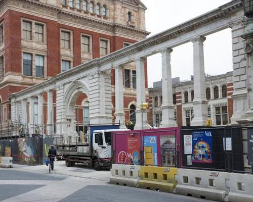 The last stone has now been placed in the modified, newly-open structure / V&A