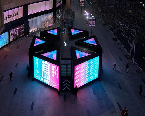 Runners' live performance statistics are displayed on colourful electronic screens / Coordination Asia