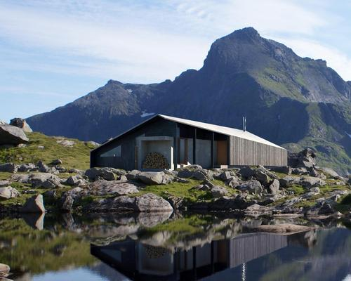 Called Gapahuk, the simple structure is designed to fit into nearly any scenery – from mountains to forest or by the sea / Snøhetta