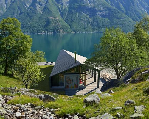 Snøhetta's focus was on making the cabin adaptable to different terrains and environments / Snøhetta