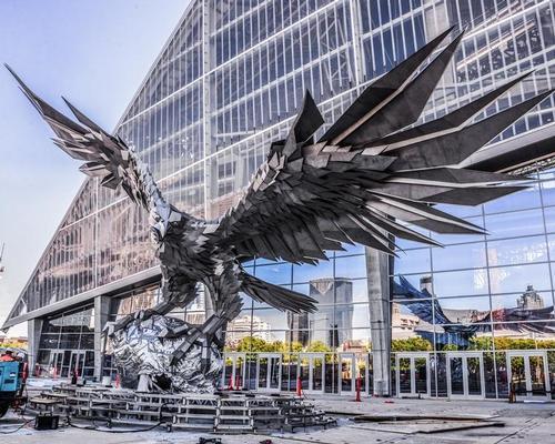 The statue, which represents the team's signature falcon, is the biggest bird representation in the world / Timi Szoke