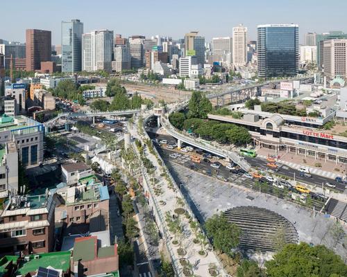 The Skygarden is a 983 metre long botanical 'floating walkway' along a transformed city highway / Ossip van Duivenbode