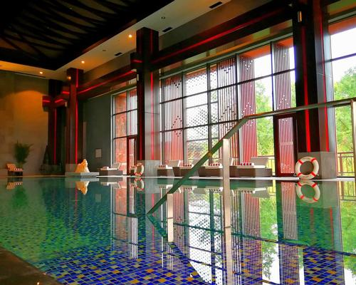 Resort facilities include an Anantara-branded spa and an indoor swimming pool
