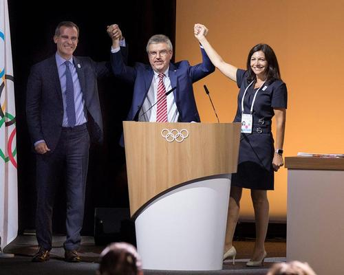 IOC president Thomas Bach (centre) with Paris mayor Anne Hidalgo (right) and LA mayor Eric Garcetti (left)