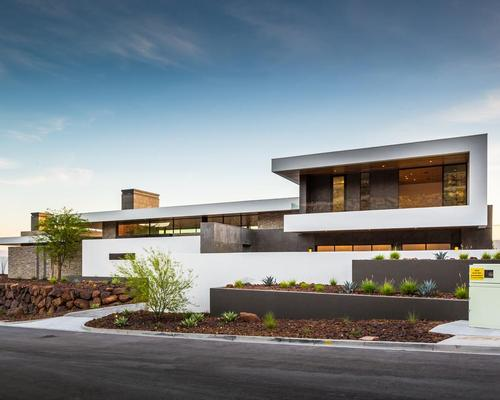 the clean lined desert modern complex is formed of three structures organised the architects apoproached - Architects Design