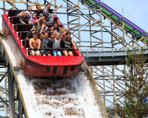 Six Flags reveals record revenues