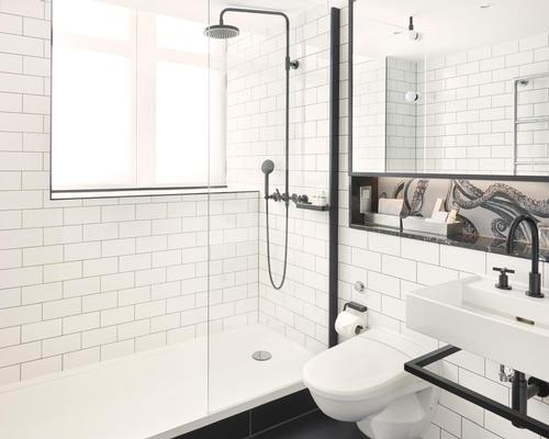 The bathrooms preserve the metro tiles from the original design, complemented by a number of new, modern features / Andaz London Liverpool Street
