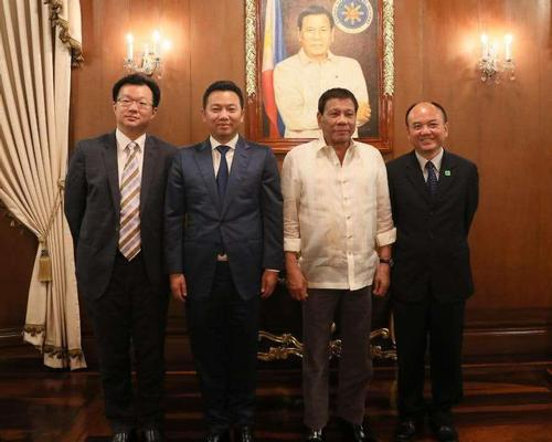 Dr. Yang Zhihui (second from left) with President Rodrigo Duterte (third from left)