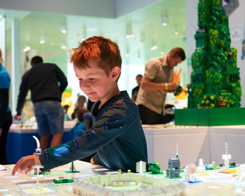 Lego fans, their families and friends can experience the playfulness of the Lego universe / Lego Group