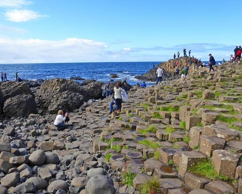 A tax cut could encourage more people to spend more and visit locations such as the Giant's Causeway / kai_foret / Shutterstock.com