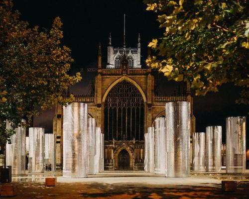 Sixteen giant galvanized steel columns arranged in a grid formation have been installed in front of Hull Minster, forming a new outdoor 'room' for the city / Thomas Arran