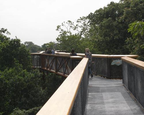 The treetop walkway at Kew Gardens / Wiki Commons