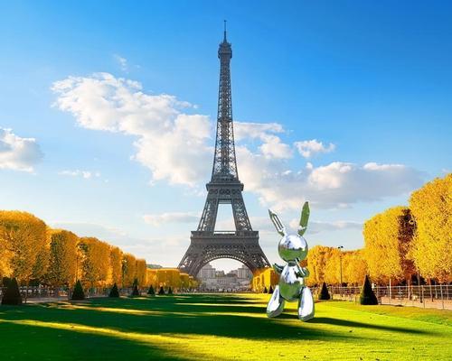 Koons' Balloon Rabbit will appear virtually at the Eiffel Tower