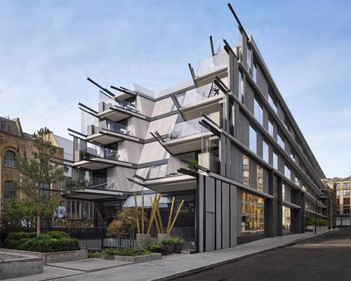 The hotel has five stories that are fractured into angular concrete balconies / Nobu Shoreditch Hotel