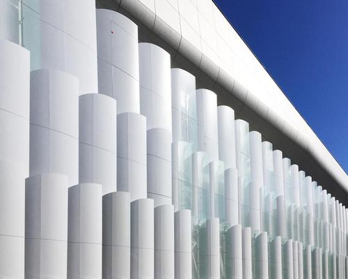 592 giant aluminum and glass scales cover the facade / Nicolas Borel