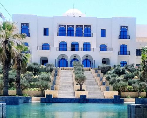 Perched along the hillside of Gammarth, the hotel combines contemporary Arabesque architecture and Mediterranean influences / Four Seasons