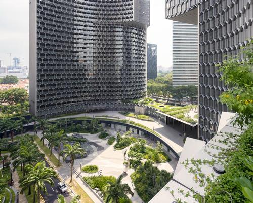 Public gardens and plazas surround the complex / Iwan Baan