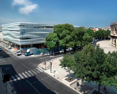 The Musée de la Romanité de Nîmes has been designed as a striking, fluid building that forms a contemporary counterpoint to the neighbouring Arena of Nîmes