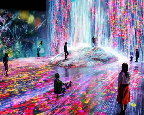 teamLab us made up of about 500 members, including artists, programmers, architects, designers, CG animators, engineers and mathematicians. / teamLab Borderless