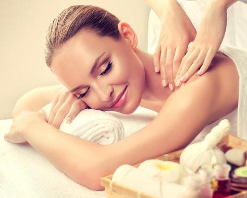 Attendees are given an informed understanding of cancer, including how massage can be used to soothe and comfort clients undergoing cancer treatments / Shutterstock