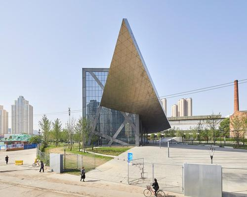 The museum's upwards bowed central structure nods to ships sailing up and down the Yangtze river – which runs through the city