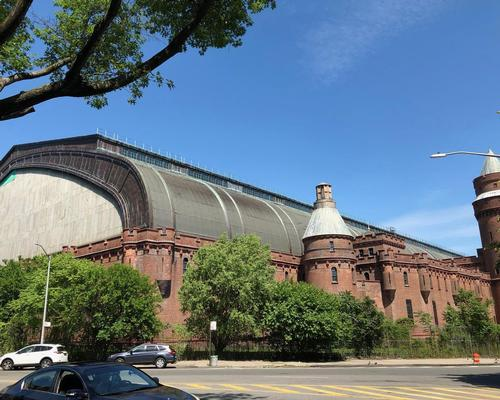 Plans are underway to transform the 750,000sq ft (69,677sq m) Kingsbridge Armory from its previous use as a military centre into a sports centre with nine ice rinks