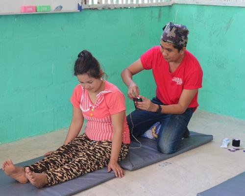 Chiva-Som practitioners offered vital medical clinic assessments for the Karen people, as well as treatments such as acupuncture, physiotherapy, hands-on lice removal and haircuts