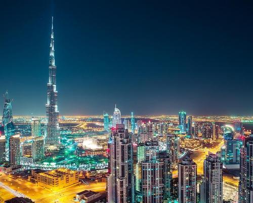 Dubai skyline / Shutterstock