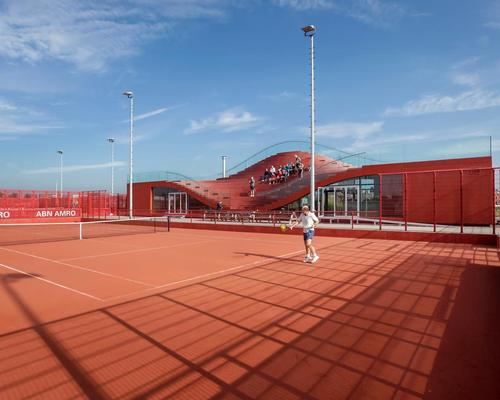 The Couch offers views over the 10 tennis courts in one direction, and IJburg in the other / Daria Scagliola & Stijn Brakkee