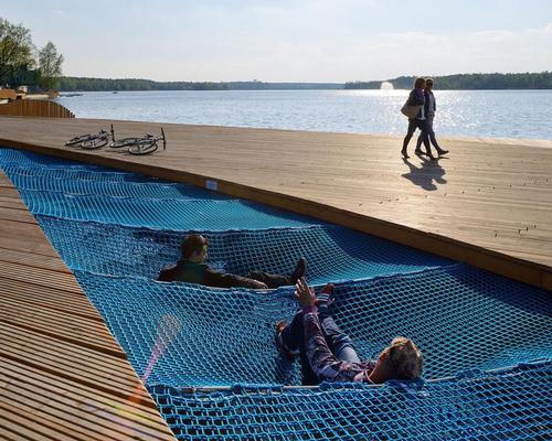 Visitors to Paprocany Lake can take a rest in specially-created nets suspended over the water / Tomasz Zakrzewski / archifolio.pl