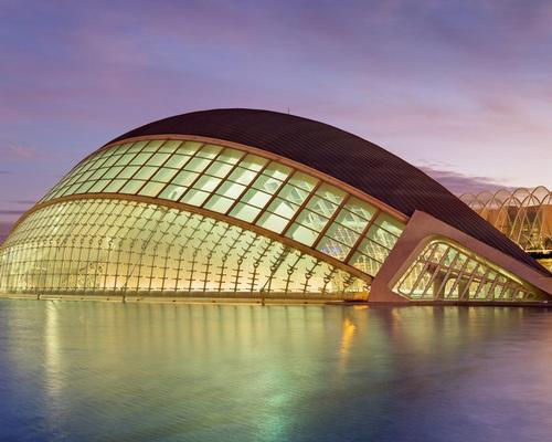 Calatrava's City of Arts and Sciences building in Valencia / David Iliff